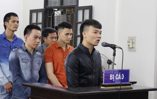 Khá Bảnh lĩnh án 10 năm 6 tháng tù vì tội Đánh bạc và Tổ chức đánh bạc - Ảnh 1.