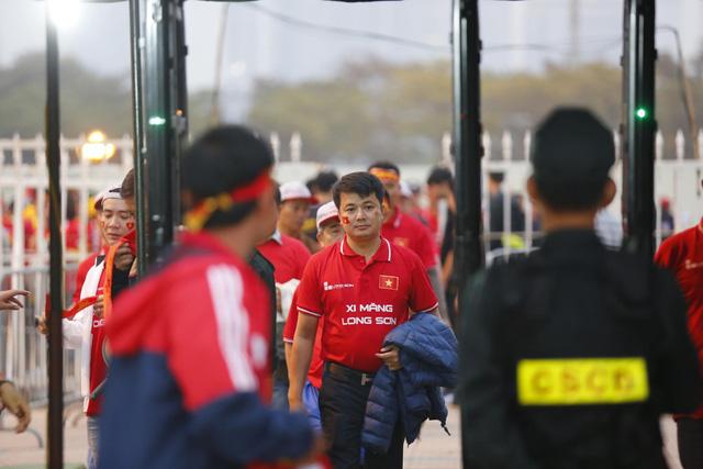 Thắt chặt an ninh trước thềm trận đấu ĐT Việt Nam - ĐT UAE - Ảnh 12.