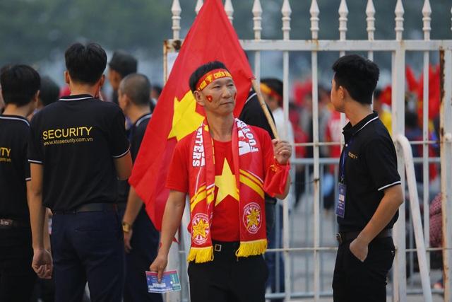 Thắt chặt an ninh trước thềm trận đấu ĐT Việt Nam - ĐT UAE - Ảnh 10.