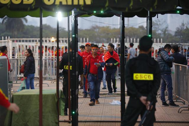 Thắt chặt an ninh trước thềm trận đấu ĐT Việt Nam - ĐT UAE - Ảnh 9.