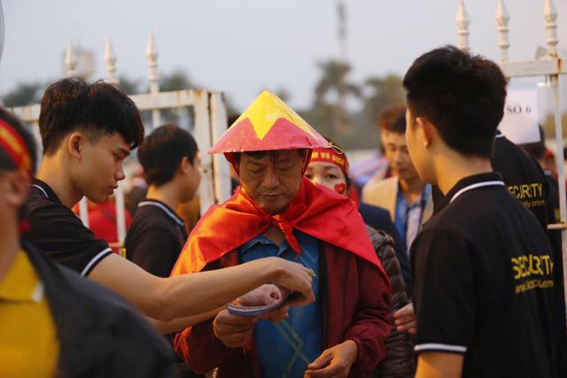 Thắt chặt an ninh trước thềm trận đấu ĐT Việt Nam - ĐT UAE - Ảnh 5.