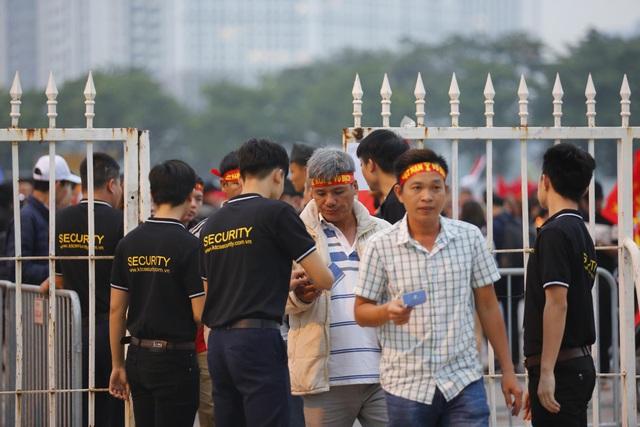 Thắt chặt an ninh trước thềm trận đấu ĐT Việt Nam - ĐT UAE - Ảnh 4.