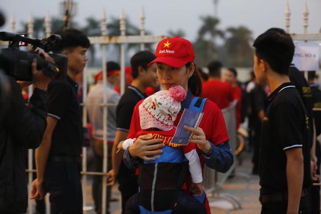 Thắt chặt an ninh trước thềm trận đấu ĐT Việt Nam - ĐT UAE - Ảnh 1.