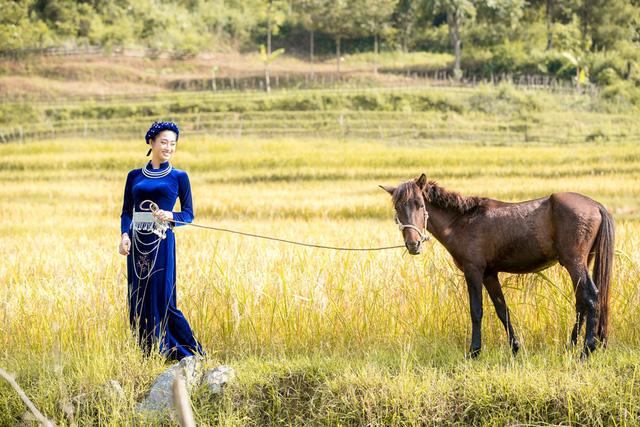 Hoa hậu Lương Thùy Linh đẹp mê hoặc trong clip tự giới thiệu gửi đến Miss World 2019 - Ảnh 16.