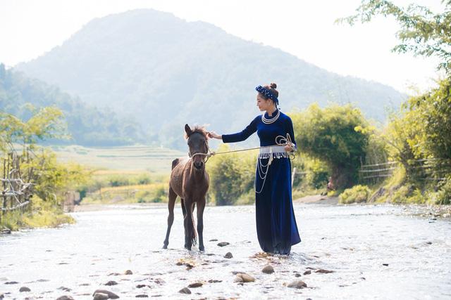 Hoa hậu Lương Thùy Linh đẹp mê hoặc trong clip tự giới thiệu gửi đến Miss World 2019 - Ảnh 14.