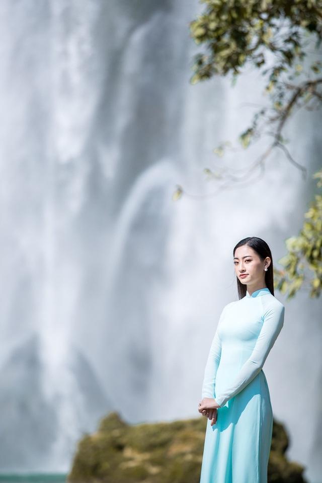 Hoa hậu Lương Thùy Linh đẹp mê hoặc trong clip tự giới thiệu gửi đến Miss World 2019 - Ảnh 10.