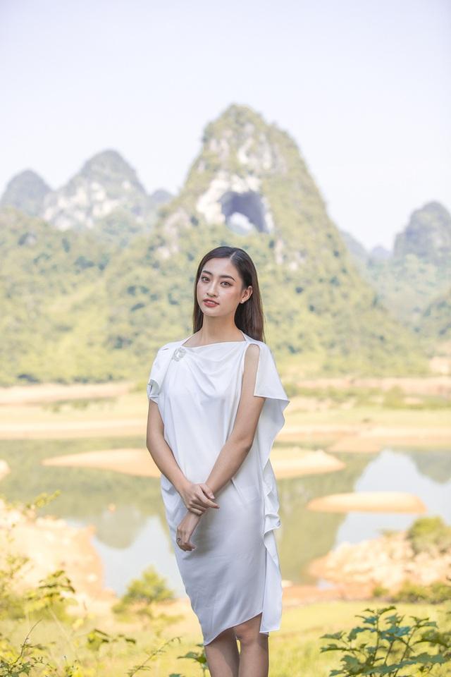 Hoa hậu Lương Thùy Linh đẹp mê hoặc trong clip tự giới thiệu gửi đến Miss World 2019 - Ảnh 8.