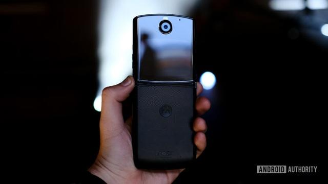 Cận cảnh Motorola Razr 2019: Đắt có xắt ra miếng? - Ảnh 5.