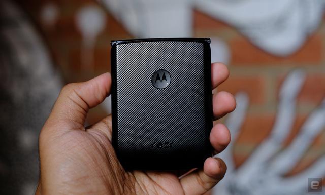 Cận cảnh Motorola Razr 2019: Đắt có xắt ra miếng? - Ảnh 4.