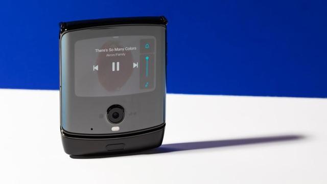Cận cảnh Motorola Razr 2019: Đắt có xắt ra miếng? - Ảnh 2.