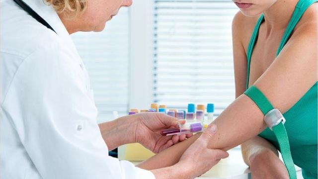 Cảnh báo lạm dụng kháng sinh trong đẩy lùi bệnh viêm loét đại tràng - Ảnh 2.