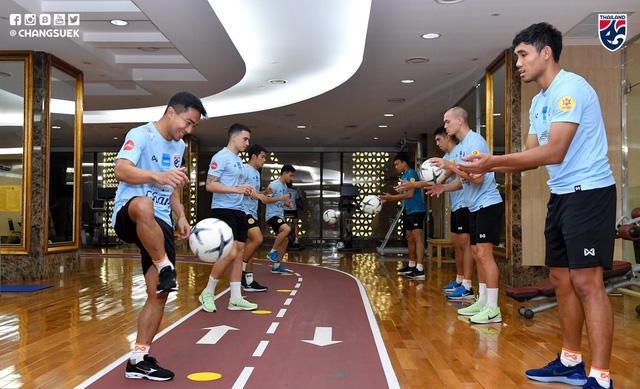 ĐT Thái Lan tích cực tập luyện ngay sau khi tới Hà Nội - Ảnh 2.