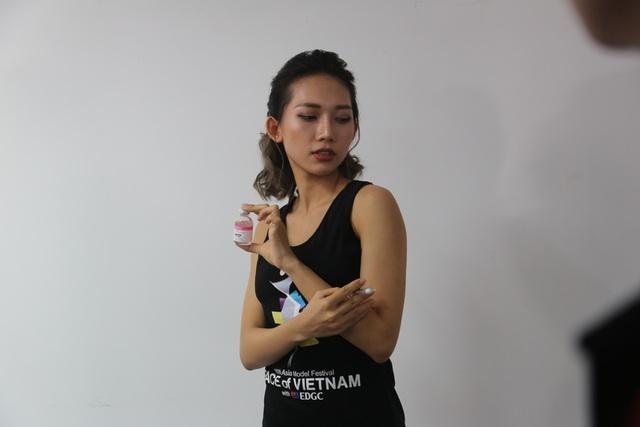 Dàn thí sinh Face of Viet Nam tự tin tạo dáng trước ống kính - Ảnh 3.