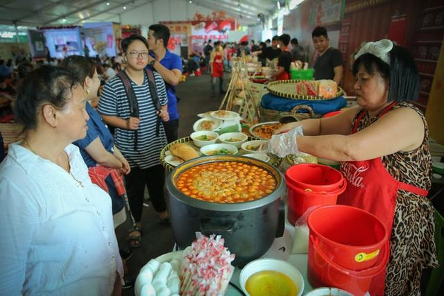 Gần 100 món ăn đường phố các nước tại Lễ hội Ẩm thực châu Á - Ảnh 1.
