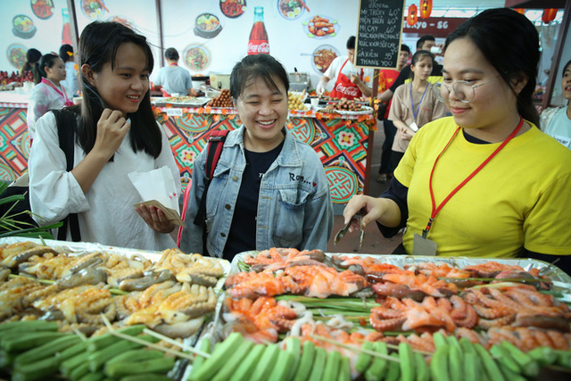 Gần 100 món ăn đường phố các nước tại Lễ hội Ẩm thực châu Á - Ảnh 2.