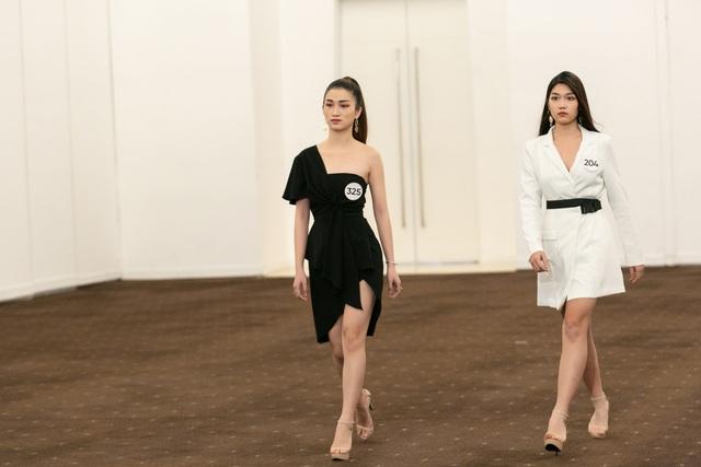 Tôi là Hoa hậu Hoàn vũ Việt Nam 2019 - Tập 7: Nhường suất cho thí sinh khác, Hương Ly bị mắng thẳng mặt - Ảnh 12.