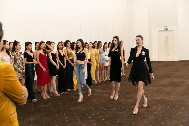 Tôi là Hoa hậu Hoàn vũ Việt Nam 2019 - Tập 7: Nhường suất cho thí sinh khác, Hương Ly bị mắng thẳng mặt - Ảnh 7.
