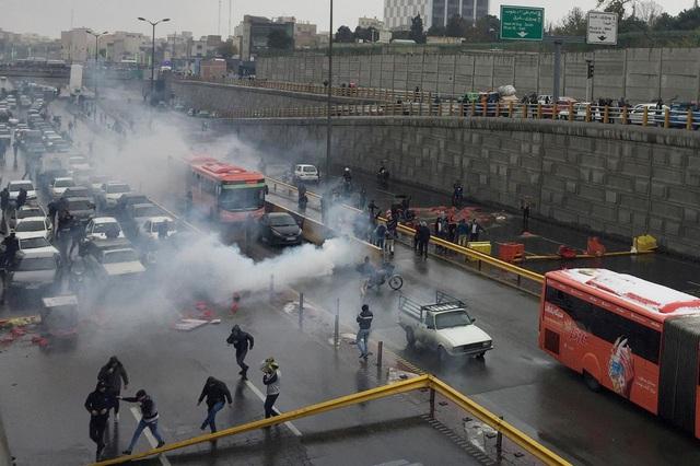 Chính phủ Iran bỏ trợ giá nhiên liệu để giảm lượng tiêu thụ - Ảnh 1.