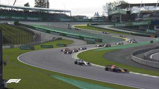 Đua xe F1: Max Verstappen giành chiến thắng tại GP Brazil - Ảnh 2.