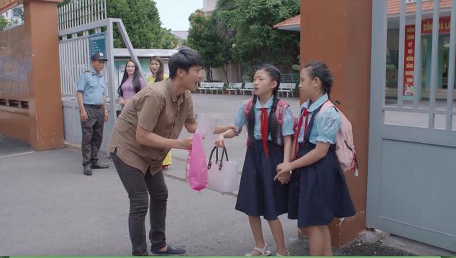 Tiệm ăn dì ghẻ - Tập 1: Ra tù, Minh (Quang Tuấn) khiến khán giả xúc động vì tình yêu dành cho con gái - Ảnh 11.