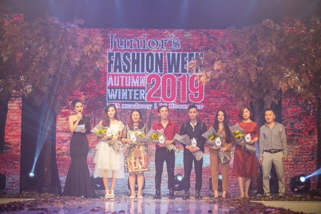 Gần 200 mẫu nhí tỏa sáng trong chương trình thời trang Thu Đông - Ảnh 1.
