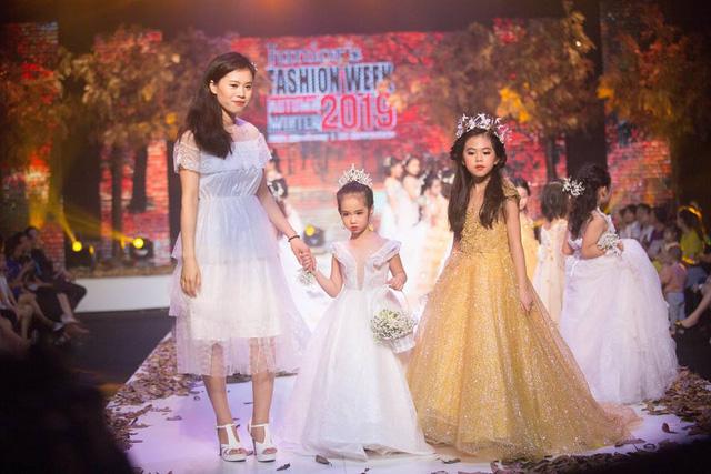 Gần 200 mẫu nhí tỏa sáng trong chương trình thời trang Thu Đông - Ảnh 7.