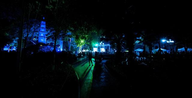 Năm 2019 - Năm đầu tiên Việt Nam thắp sáng màu xanh vì quyền trẻ em - Ảnh 1.
