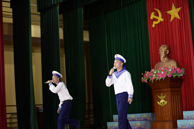 """Minh Châu, B Trần bị cháy nắng, phát ban khi tham gia """"Sao nhập ngũ"""" - Ảnh 4."""