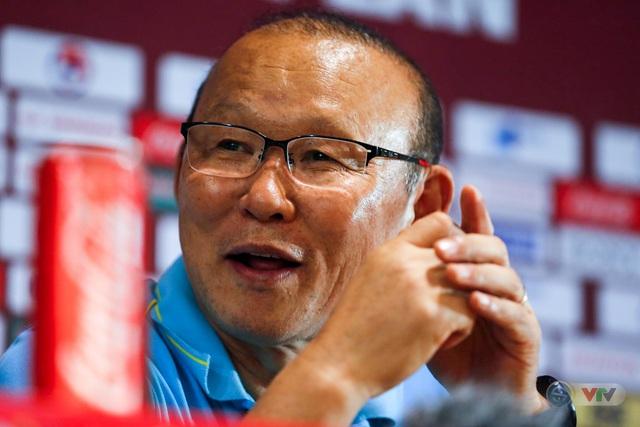 HLV Park Hang Seo: Là một HLV, tôi không hài lòng về kết quả hoà với Thái Lan - Ảnh 2.