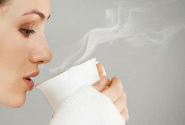 Điều kỳ diệu gì xảy ra nếu bạn uống nước ấm mỗi sáng thức dậy? - Ảnh 1.