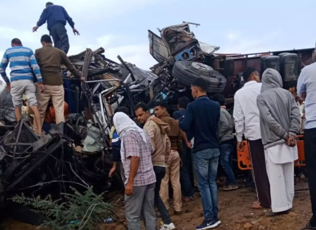 Tai nạn giao thông tại Ấn Độ khiến hơn 10 người thiệt mạng - ảnh 1