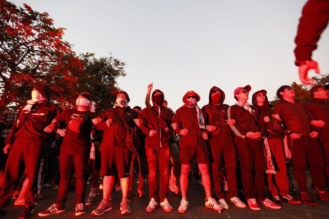 CĐV Thái Lan máu lửa trước trận đấu với ĐT Việt Nam tại Mỹ Đình - Ảnh 8.