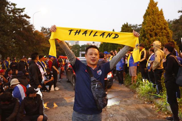 CĐV Thái Lan máu lửa trước trận đấu với ĐT Việt Nam tại Mỹ Đình - Ảnh 7.