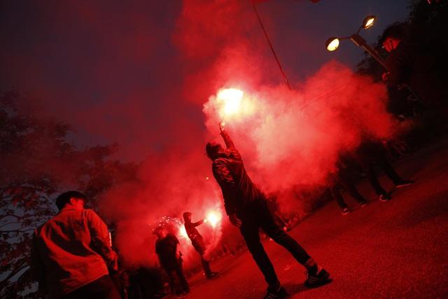 CĐV Thái Lan máu lửa trước trận đấu với ĐT Việt Nam tại Mỹ Đình - Ảnh 6.