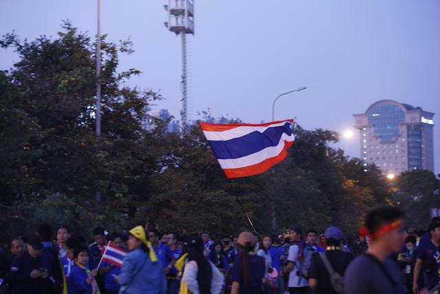 CĐV Thái Lan máu lửa trước trận đấu với ĐT Việt Nam tại Mỹ Đình - Ảnh 4.