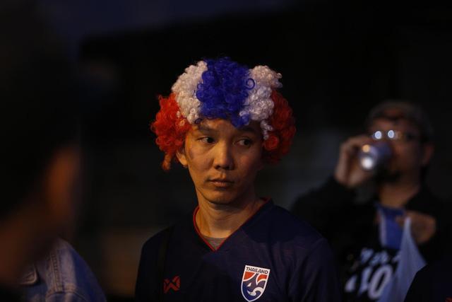 CĐV Thái Lan máu lửa trước trận đấu với ĐT Việt Nam tại Mỹ Đình - Ảnh 1.