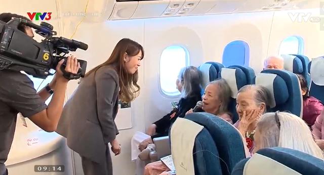 Xúc động câu chuyện các cụ ở trại dưỡng lão lần đầu tiên được đi máy bay - Ảnh 3.