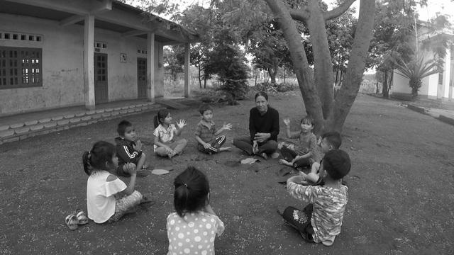 Chuyện về người phụ nữ hơn 30 năm xóa mù chữ ở làng ốc đảo - Ảnh 3.