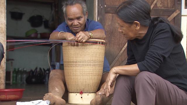 Chuyện về người phụ nữ hơn 30 năm xóa mù chữ ở làng ốc đảo - Ảnh 1.