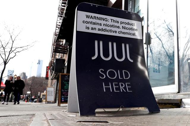 Tiếp thị nhằm vào thanh thiếu niên, hãng thuốc lá điện tử Juul Labs bị kiện - Ảnh 1.