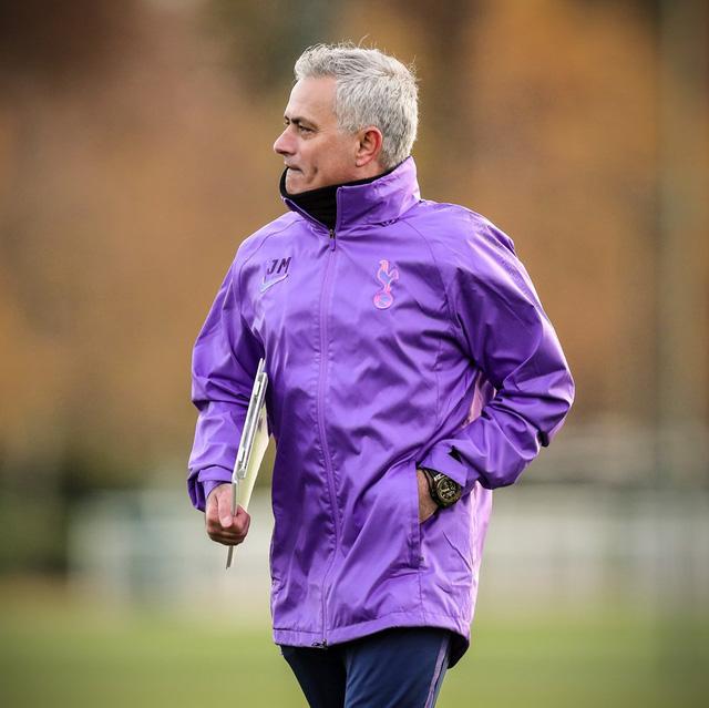 Mourinho nhận trái đắng ngay sau khi trở thành HLV Tottenham - Ảnh 1.