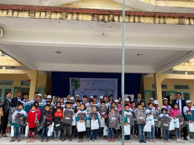 Quỹ Tấm lòng Việt trao quà tri ân ngày nhà giáo Việt Nam - Ảnh 4.