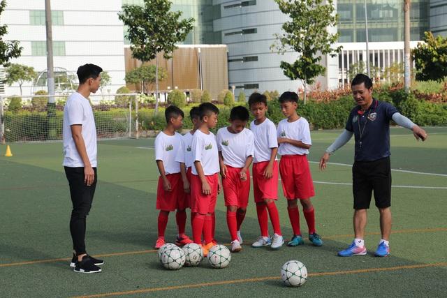 Đoàn Văn Hậu bất ngờ xuất hiện trong chương trình Cầu thủ nhí 2019 - Ảnh 3.