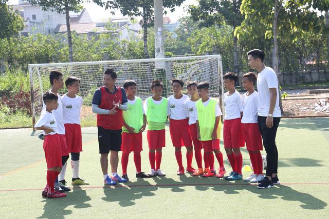Đoàn Văn Hậu bất ngờ xuất hiện trong chương trình Cầu thủ nhí 2019 - Ảnh 2.