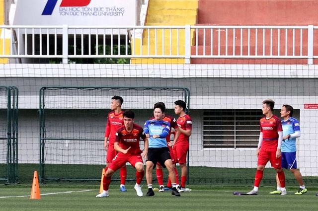 SEA Games 30: Mặt sân nhân tạo, nỗi lo của HLV Park Hang Seo - Ảnh 2.