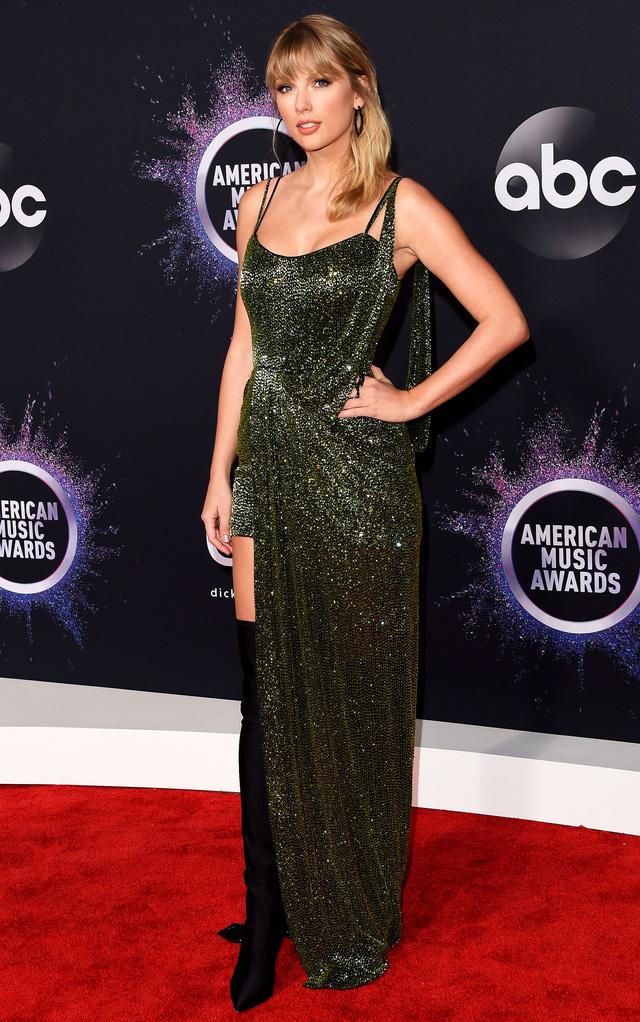 AMAs 2019: Taylor Swift đẹp không tì vết trên thảm đỏ - Ảnh 2.