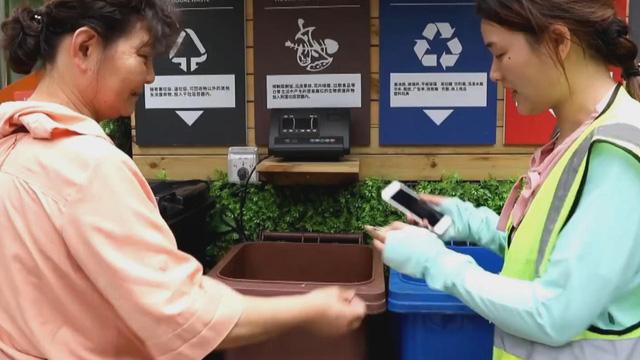 Trung Quốc triển khai phân loại rác tại hộ gia đình trên toàn Bắc Kinh - Ảnh 1.