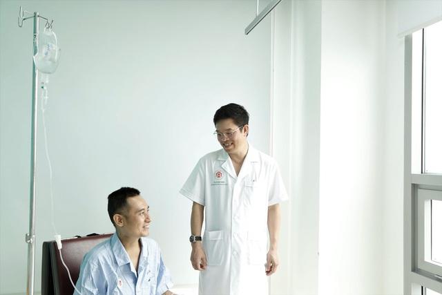 Ghép gan từ người cho sống cứu bệnh nhân nguy kịch do có bệnh nhưng uống thuốc không đều - Ảnh 3.