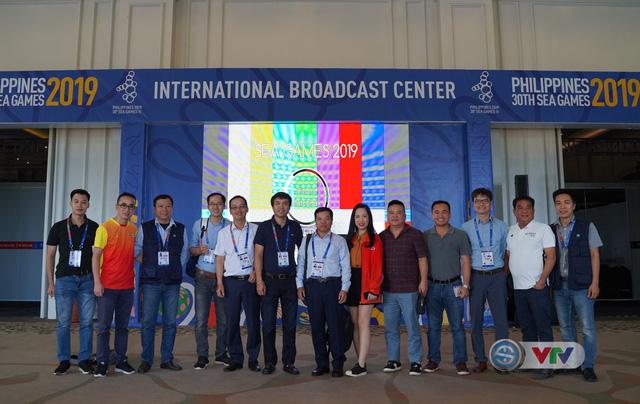 Phó Tổng giám đốc Đài Truyền hình Việt Nam Đinh Đắc Vĩnh đến IBC động viên đoàn công tác của VTV tại SEA Games 30 - Ảnh 1.