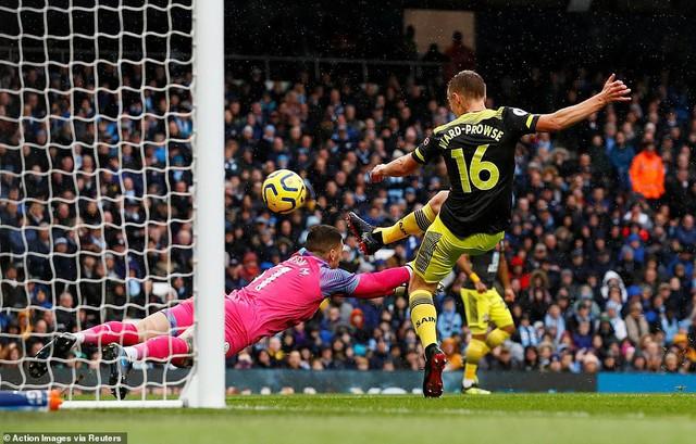 Man City 2-1 Southampton: Ngược dòng thắng kịch tính, Man City tiếp tục bám đuổi Liverpool - Ảnh 1.